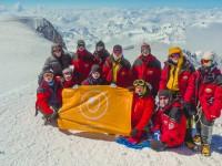 Флаг Росмолодежи впервые подняли на Эльбрус