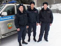 Сотрудники Росгвардии по Республике Алтай спасли людей из горящего дома