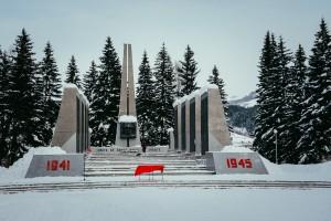 На мемориале Парк Победы в Горно-Алтайске состоялась передача останков красноармейца Антюшина Наума Трофимовича для перезахоронения на исторической родине погибшего