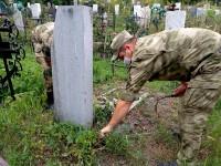В Республике Алтай Росгвардейцы облагораживают места захоронения участников Великой Отечественной войны